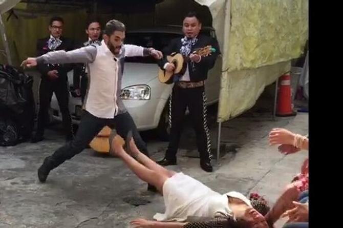 Checa la reacción de esta novia tras propuesta de matrimonio ¡Qué risa! (VÍDEO+FOTO)