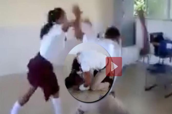 Graban tremenda golpiza de estudiante en contra de su compañera ¡en salón de clases! (+VIDEO)