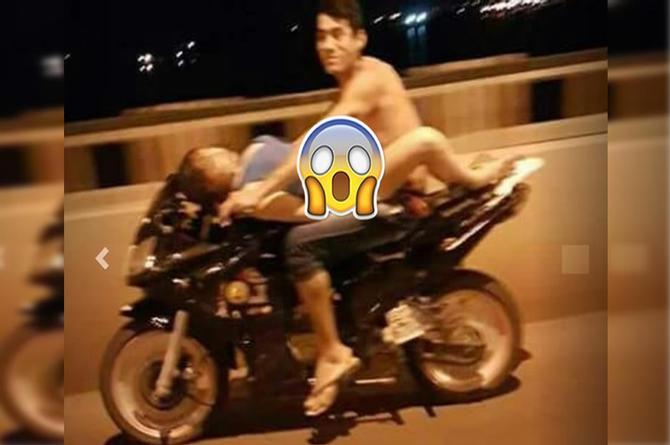 Amores que matan: Tienen sexo sobre moto en movimiento (+VIDEO)