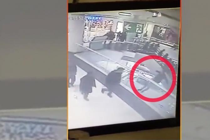 ¡Qué aventado! Se lanza desde el 4to piso ¡porque discutió son la novia! (+VIDEO)