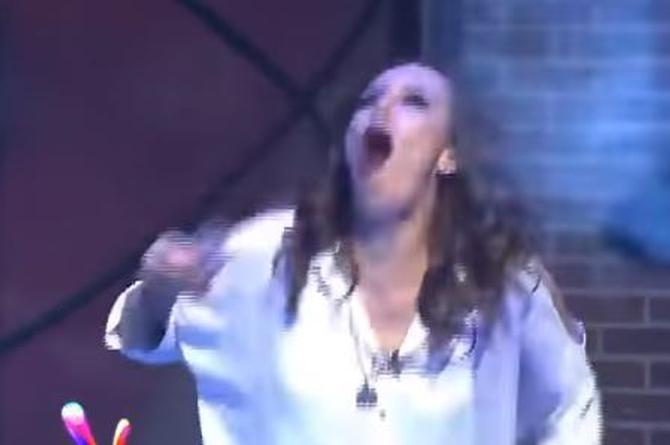 ¡Conductora de Multimedios no aguantó y vomitó frente a las cámaras! (+VIDEO)