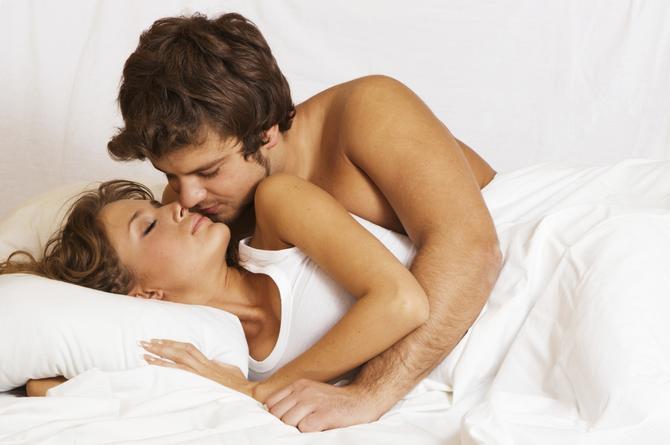 Dime cómo duermes y te diré lo que te gusta en la cama ¡Descubrelo!