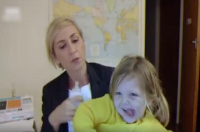 Así hubiera reaccionado experto interrumpido por sus hijos ¡si fuera mujer! (+VIDEO)
