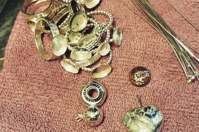 No creerás que estás joyas tienen leche materna, huesos, cordones umbilicales y ¡hasta placenta! (+FOTOS)