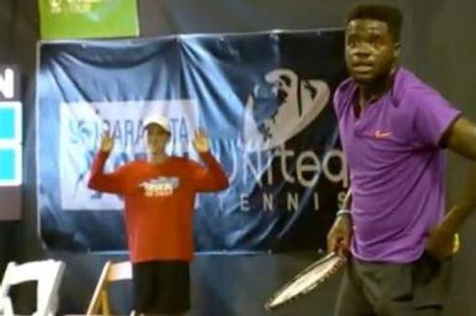 Partido de tenis es interrumpido ¡por los escandalosos gemidos de una pareja teniendo sexo! (+VIDEO)