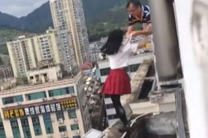 ¡Impresionante! Maestro le salva la vida a alumna suicida (+VIDEO)