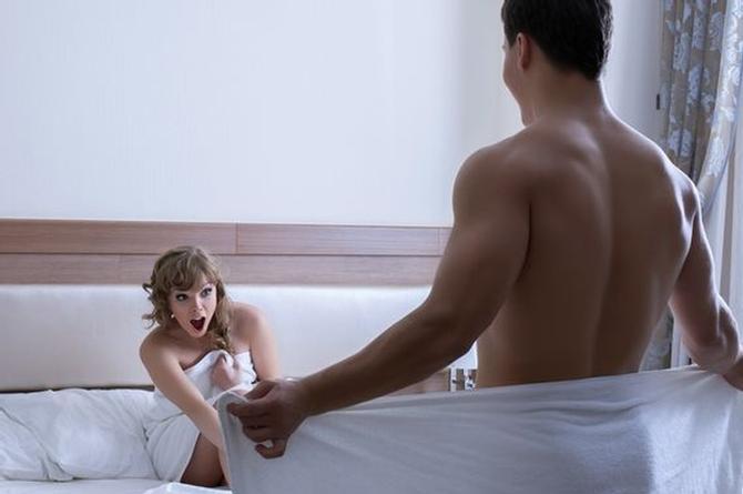 Esto es lo que tienes que hacer si te sorprenden en la cama ¡con un animalón!