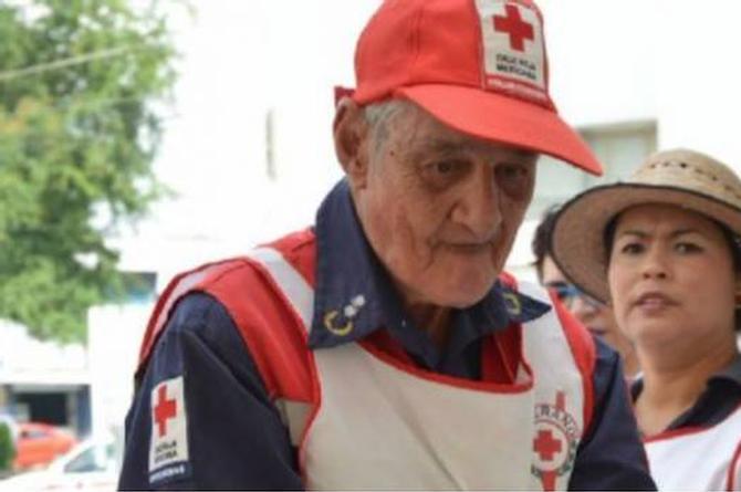 Don Roberto, el voluntario de la Cruz Roja de 89 años que está conmoviendo a las redes (+FOTO)