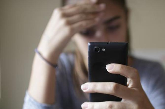 ¡Increíble! Se suicida porque su novio agregó a una mujer ¡en Facebook!