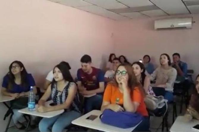 Maestra pone a sus alumnos a cantar 'La Chona' en inglés y se hace viral (+VIDEO)