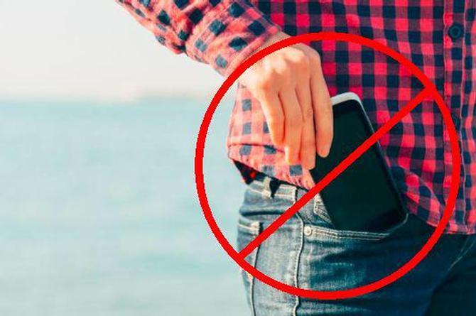 Tener el teléfono en la bolsa del pantalón ¡te podría dejar sin hijos!