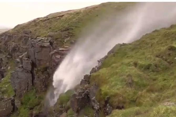 ¡Que loco! En esta cascada el agua sube ¡en vez de caer! (+VIDEO)