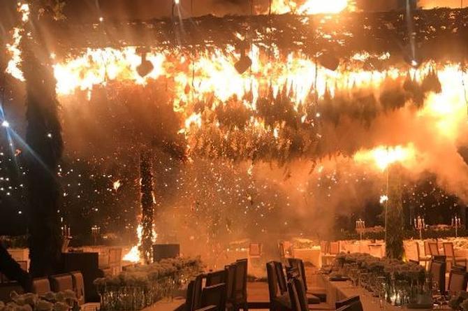 Ellos solo querían pirotecnia en su boda y terminan incendiando todo el lugar (+VIDEOS)