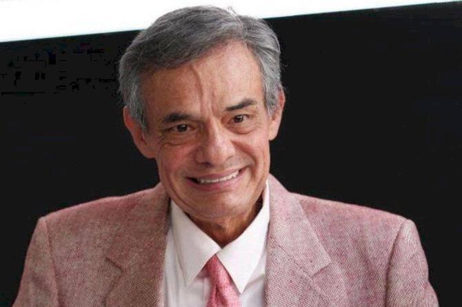 Fans de ´El Príncipe de la Canción´ esperan en Bellas Artes para su homenaje