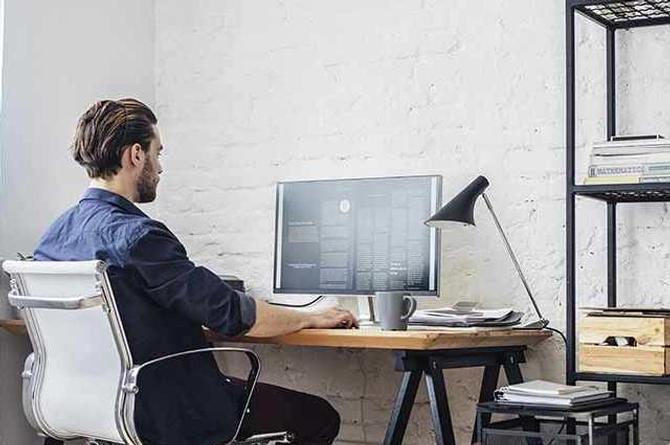 ¿Cómo cuidar los ojos y la columna si haces home office?