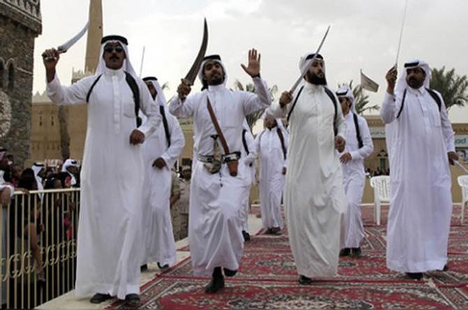 ¡Los corren de su Arabia Saudíta por ser muy guapos!